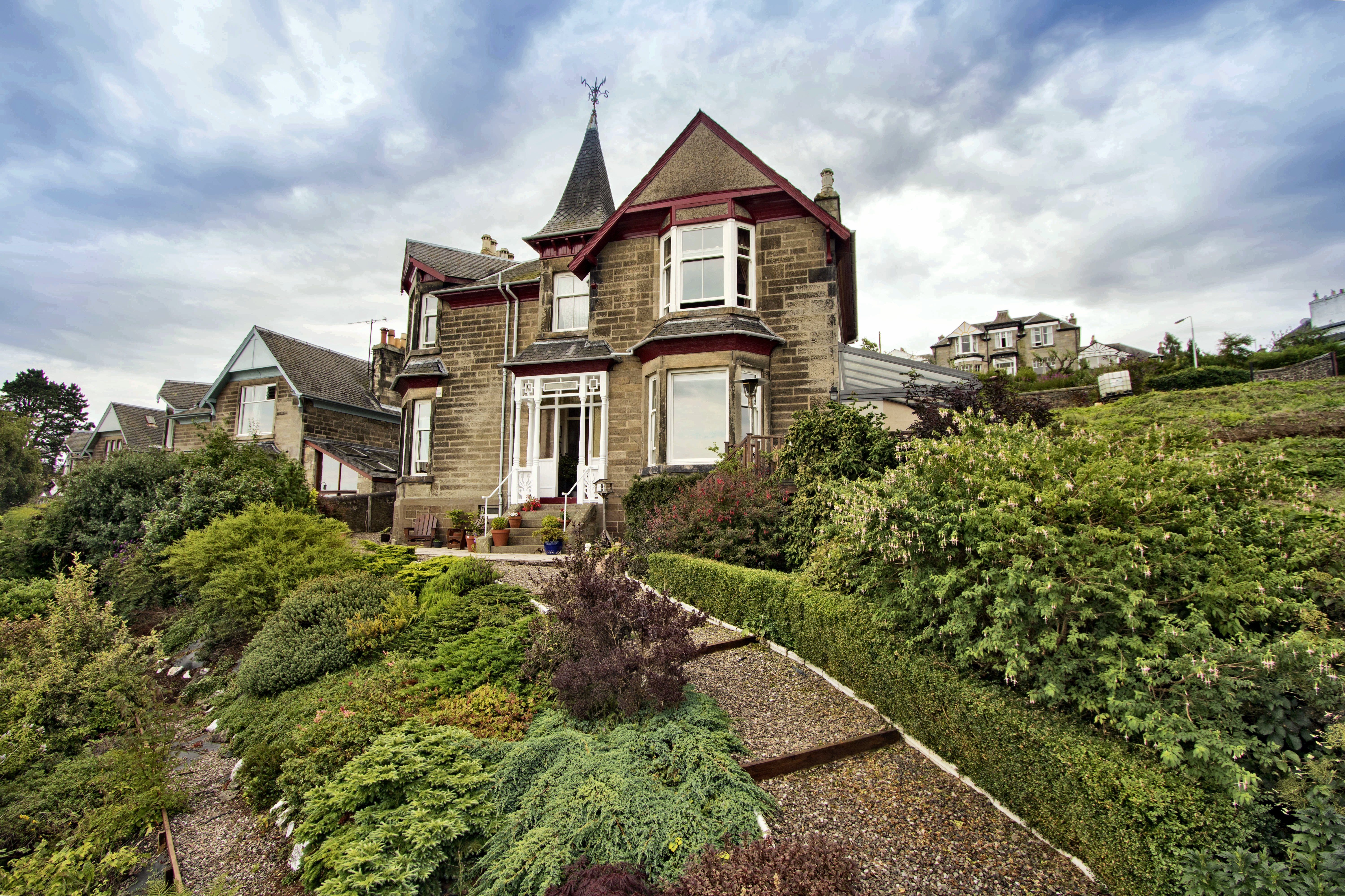 Alpine Villa, 21 Naughton Road, Wormit, Newport on Tay, Fife, DD6 8NG